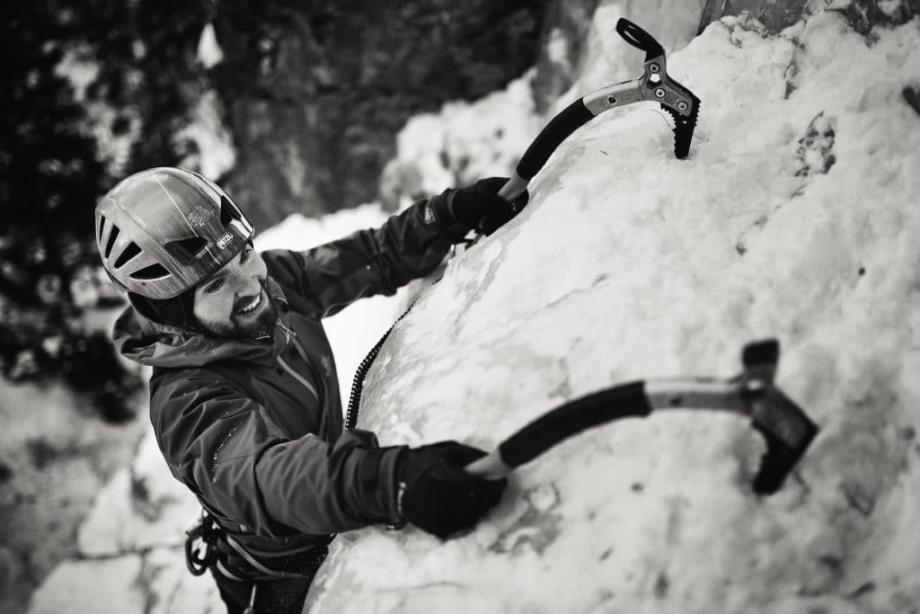 Neopísateľná radosť počas lezenia ľadopádov a mixových zimných ciest v horách.